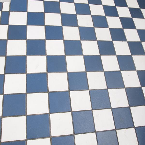 紺、白、紺、白、紺、白。